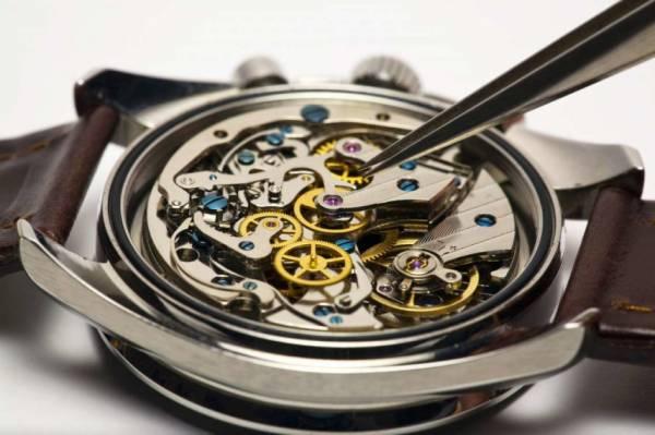 Как отрегулировать точность хода механических часов?