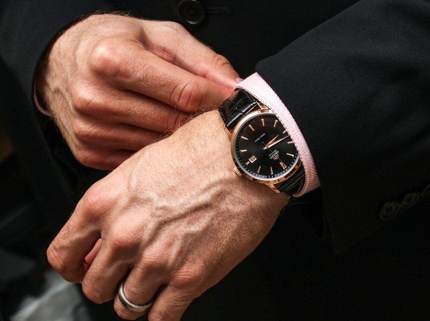 Как подобрать наручные часы под обычный деловой костюм?