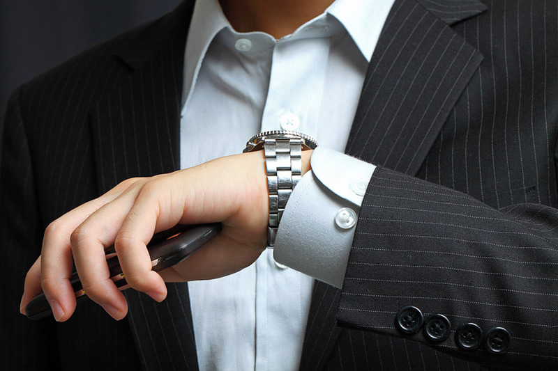 Наручные часы под деловой костюм